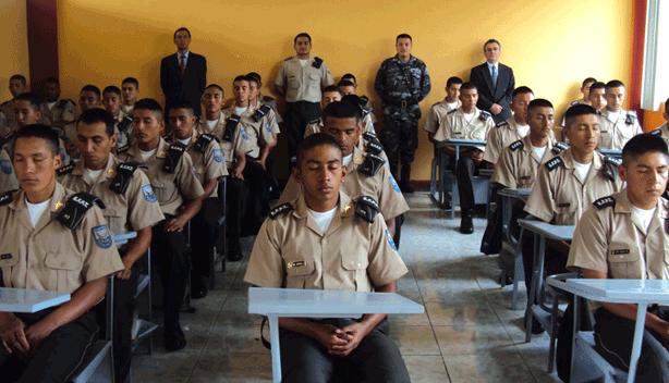Transzendentale Meditation praktizierendes Militär in Ecuador