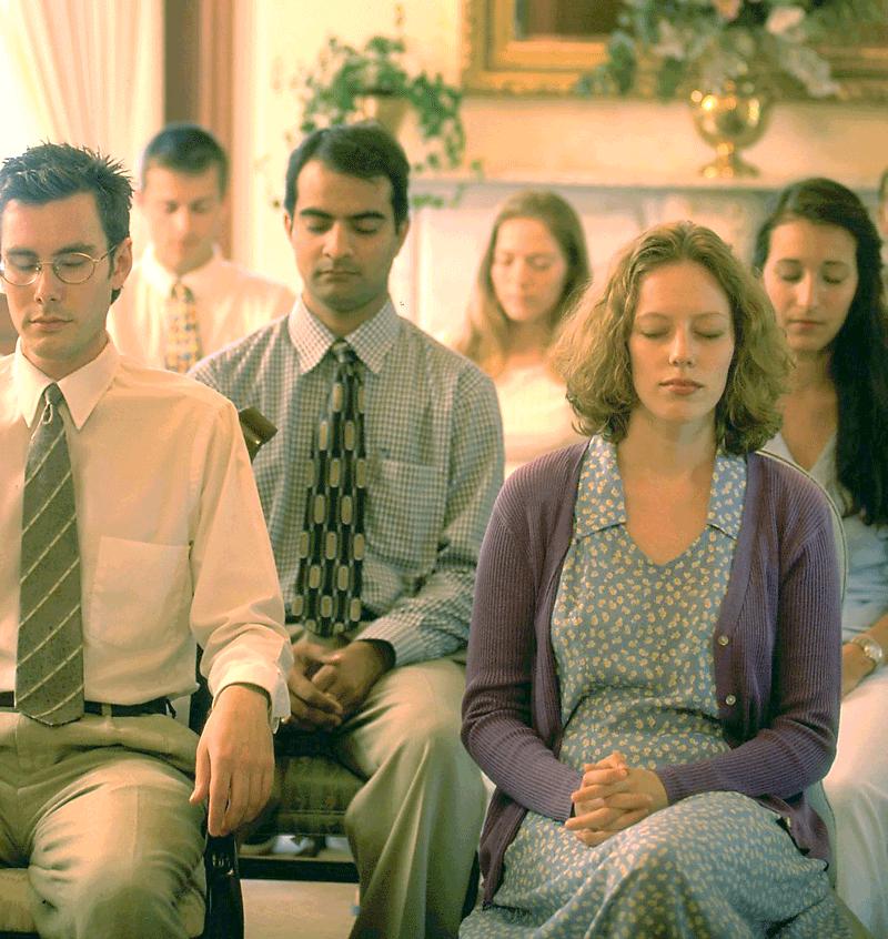 Studenten an der MUM praktizieren zweimal täglich anstrengungslos Transzendentale Meditation – auf dem Campus